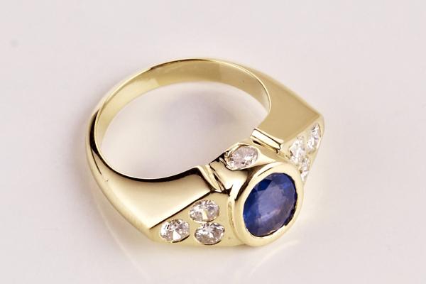 Saphire and diamond 18ct handmade custom design bespoke 600x403